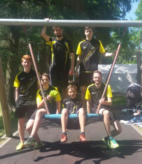 Tischtennisprofis starten bei Fußballturnier